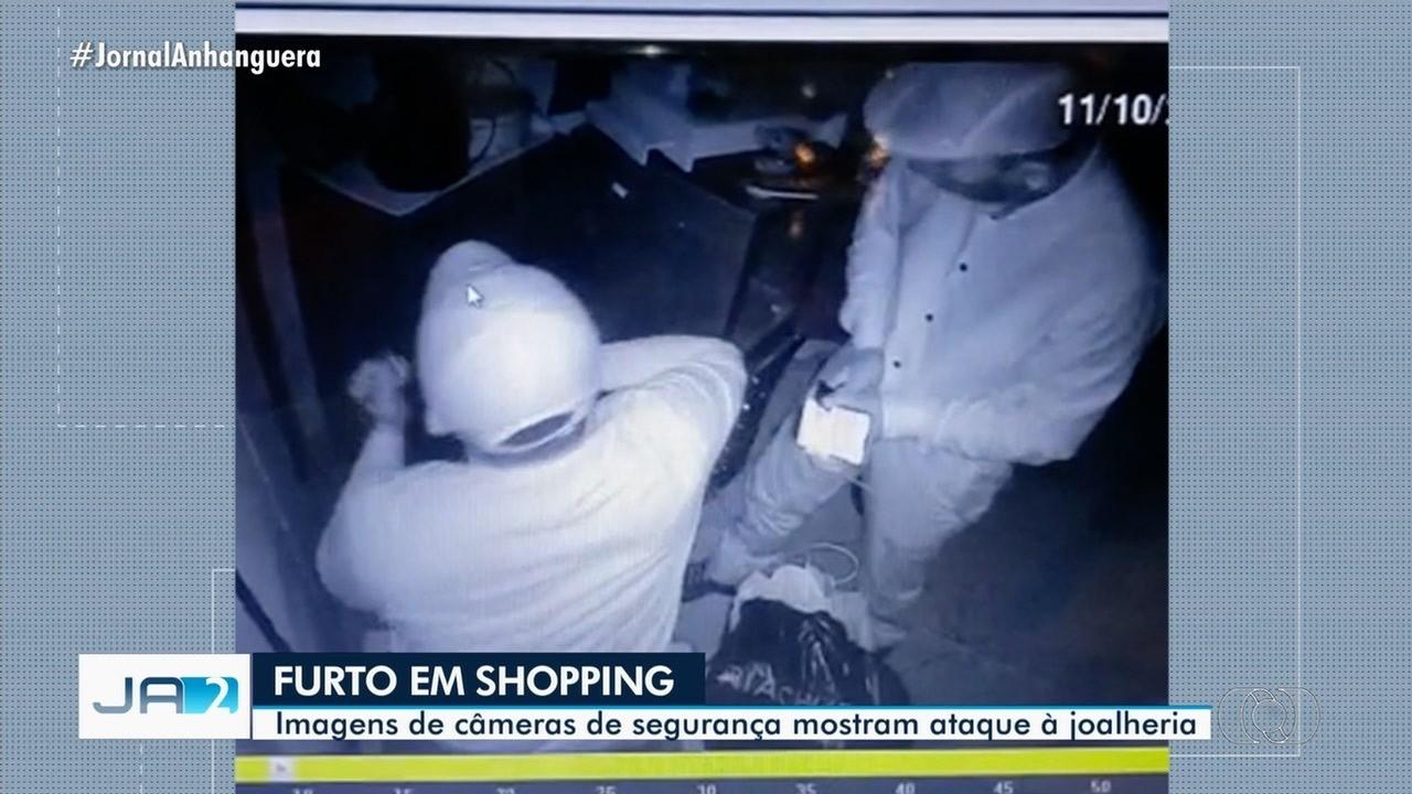 Imagens de câmeras de segurança mostram ataque à joalheria em Goiânia