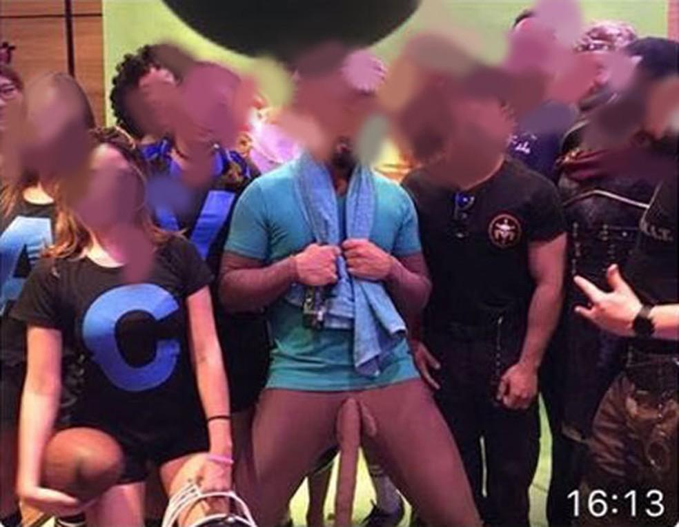 Foto de festa à fantasia de fim de ano da Salesforce, que resultou na demissão de três funcionários da empresa, inclusive a do diretor geral da companhia no Brasil. (Foto: Reprodução)