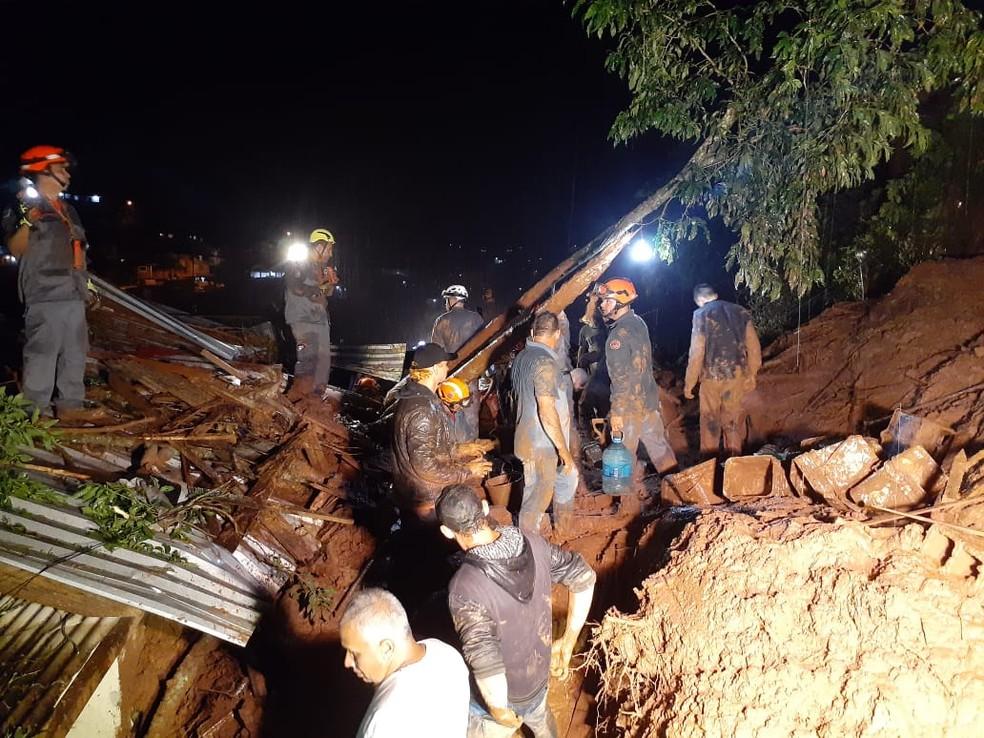Buscas por irmãos duraram mais de 12 horas — Foto: Divulgação/ Polícia Militar