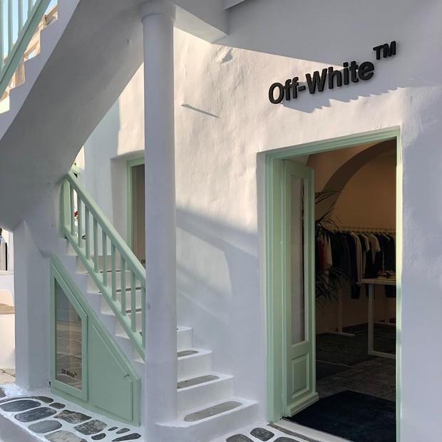 Resultado de imagem para A loja pop-up da da Off-White em Mykonos