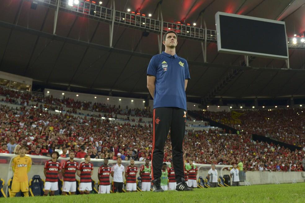 Maurício Barbieri na beira do campo em Flamengo x Paraná (Foto: Celso Pupo/Agência Estado)