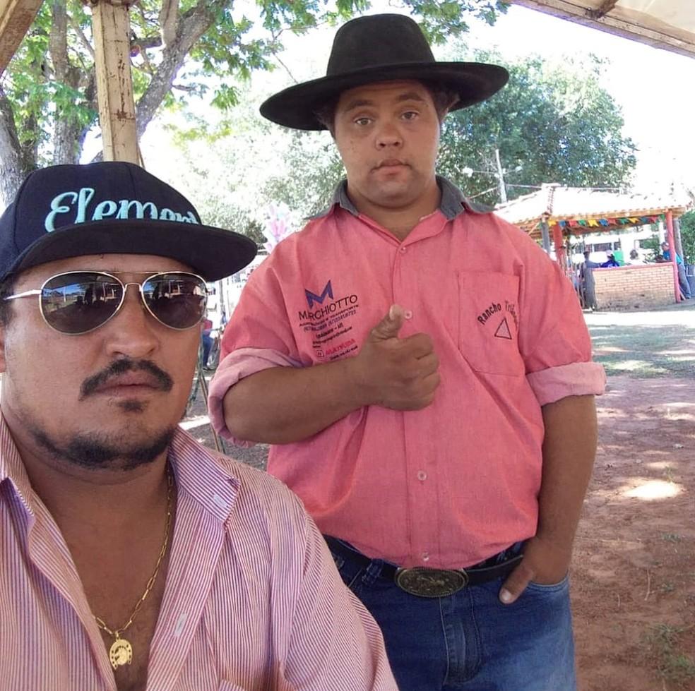 Bruninho e o irmão Matheus: Colegas de equipe de laço (Foto: Arquivo pessoal )