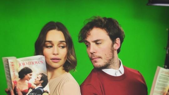 Emilia Clarke e Sam Claflin são amigos e moram na Inglaterra