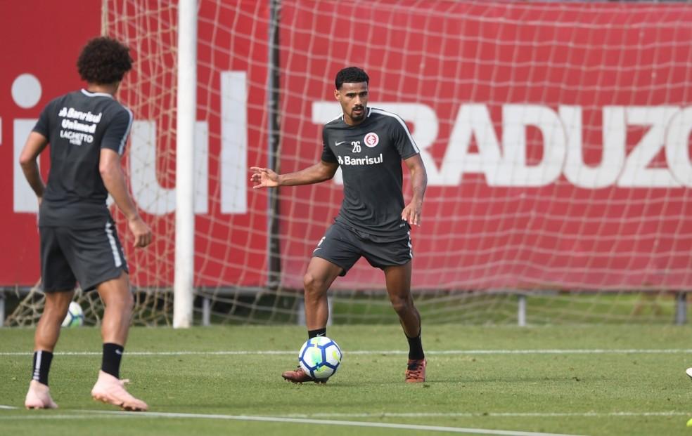 Gabriel Dias ainda treina no Inter à espera do desfecho — Foto: Ricardo Duarte / Inter, DVG