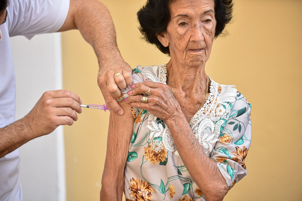 Resultado de imagem para Prefeitura de João Pessoa vai continuar vacinando idosos de acordo com plano nacional