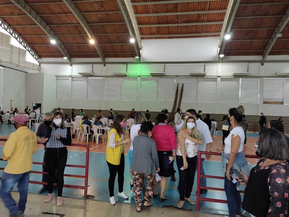 Rio Branco começou a vacinar pessoas a partir de 38 anos neste domingo (20)  — Foto: Elizânia Dinarte/CBN Rio Branco