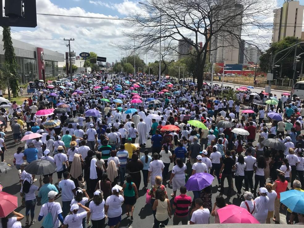Multidão celebra festa da Mãe de Deus com missa e procissão em Teresina  (Foto: Felipe Pereira/TV Clube)