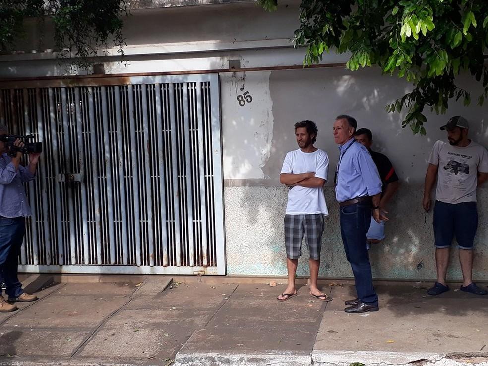 Prefeito Paulo Piau esteve no local do roubo para se reunir com o comando da PM (Foto: Bruno Sousa/G1)