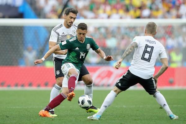 O craque mexicano Chicarito Hernández durante Alemanha e México na Copa (Foto: Getty Images)