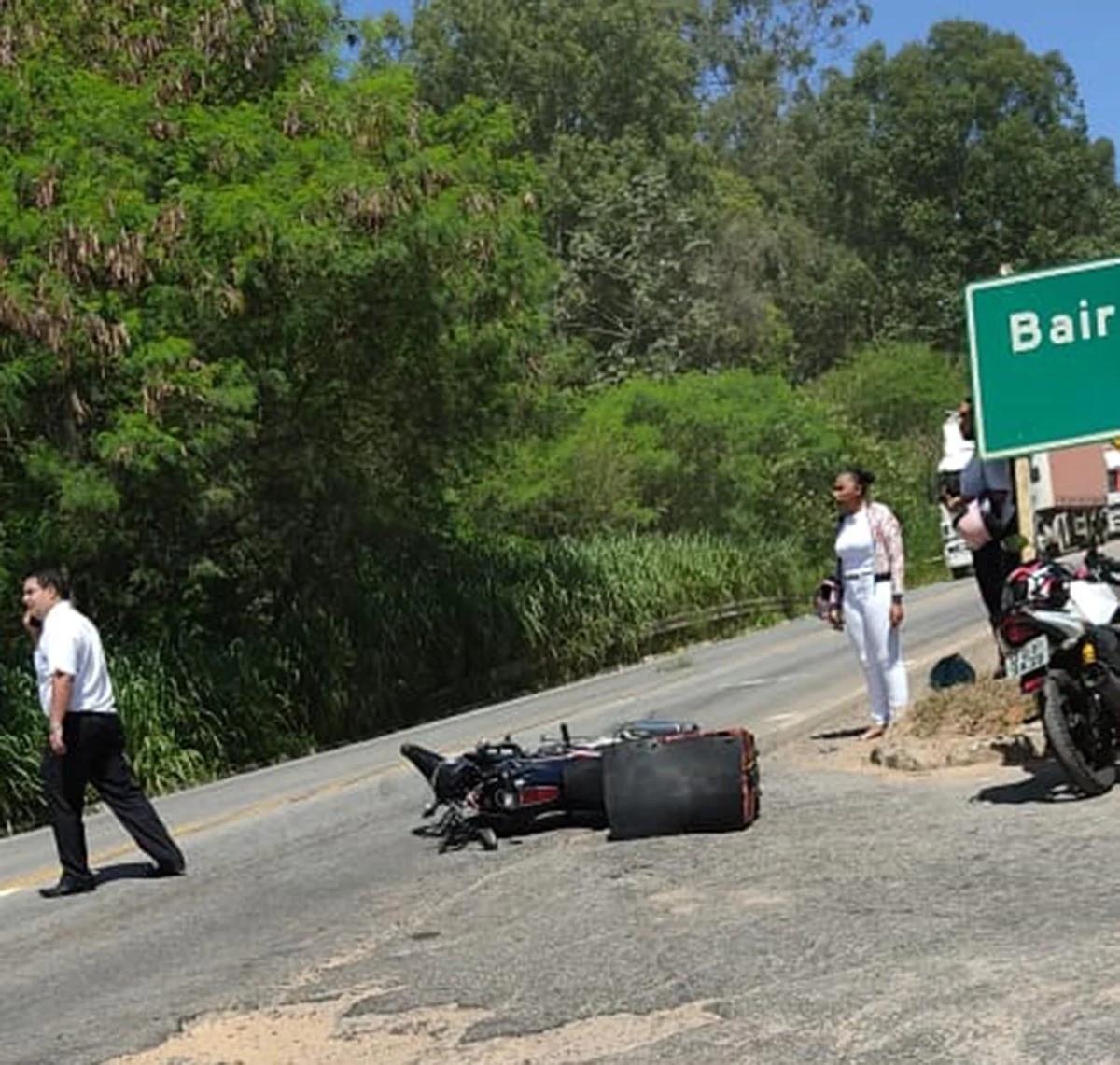 Idoso morre em um acidente entre duas motos na BR-381, em Santana do Paraíso