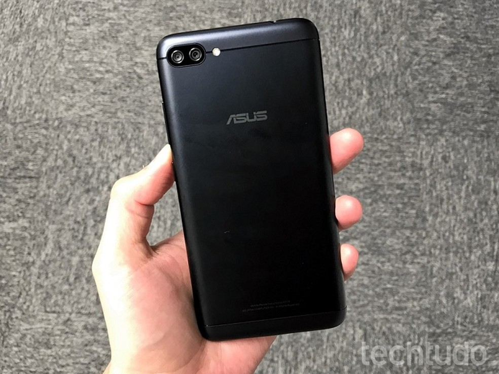 Zenfone 4 Max traz câmera dupla (Foto: Thássius Veloso/TechTudo)