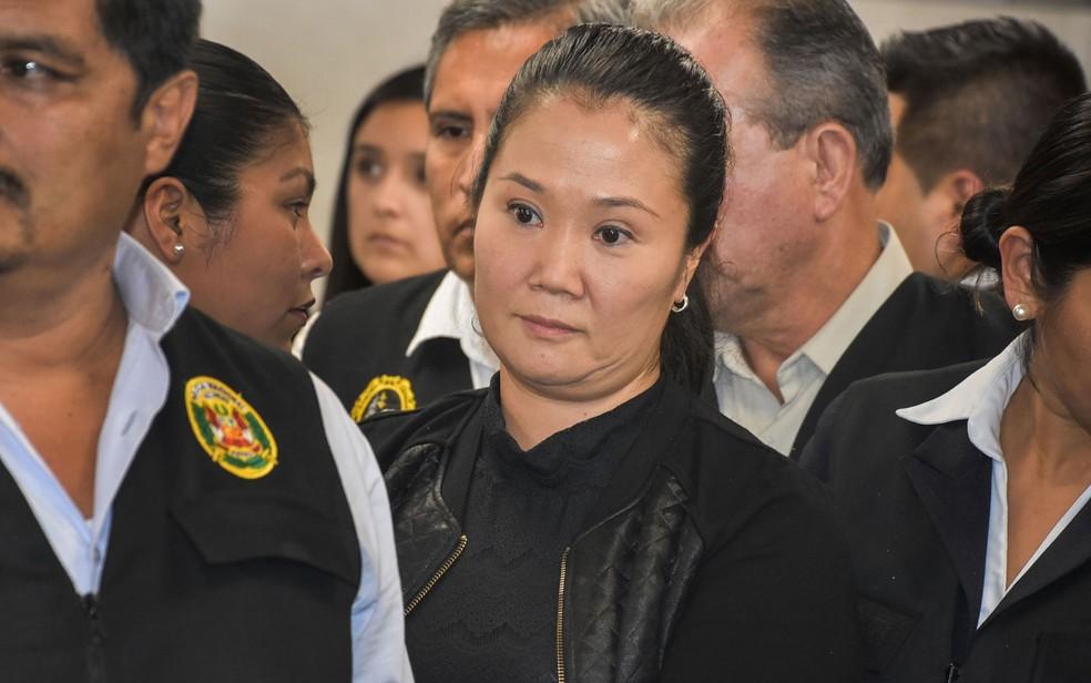Líder oposicionista Keiko Fujimori durante audiência em tribunal em Lima, no Peru, em outubro de 2018. — Foto: HO/Peruvian Judiciary/AFP