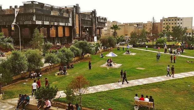 Universidade de Mossul ainda carrega as cicatrizes da guerra e da ocupação (Foto: BBC)