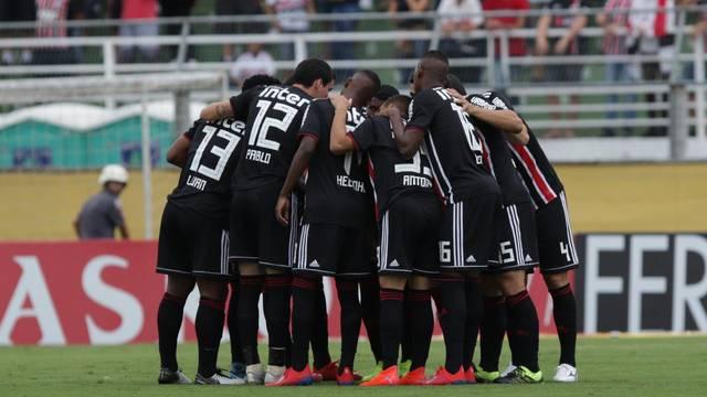 São Paulo volta a vencer após cinco jogos de jejum