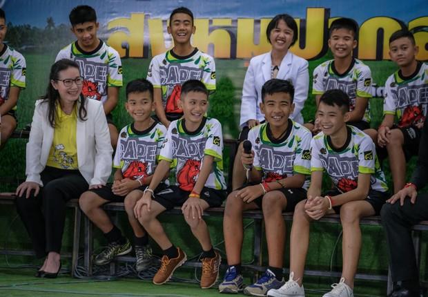 Meninos do time de futebol tailandês que ficou preso em caverna junto com treinador (Foto: Linh Pham/Getty Images)