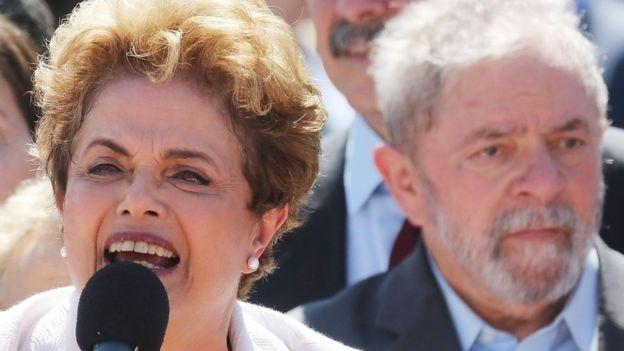 Dilma Rousseff e Lula em 2016; em 2008, então presidente afirmou que crise seria 'marolinha' (Foto: GETTY IMAGES via BBC)