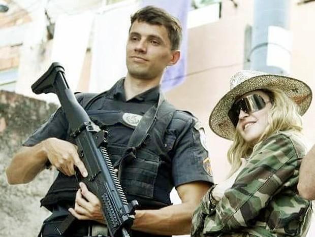 O policial militar Leonardo Fernandes e Madonna (Foto: Divulgação / Juliano Mendes Assessoria)