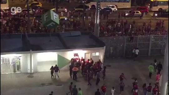 VÍDEO: Flamenguistas invadem o Maracanã, e PM lança bombas