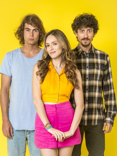 Rafael Vitti, Isabelle Drummond e Jesuíta Barbosa em 'Verão 90' (Foto: João Cotta/TV Globo)