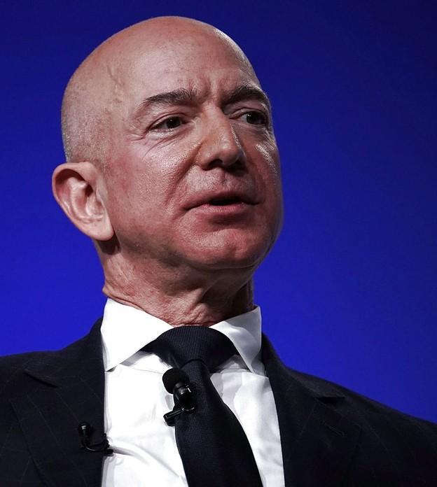 Jeff Bezos recentemente se tornou o homem mais rico da história moderna