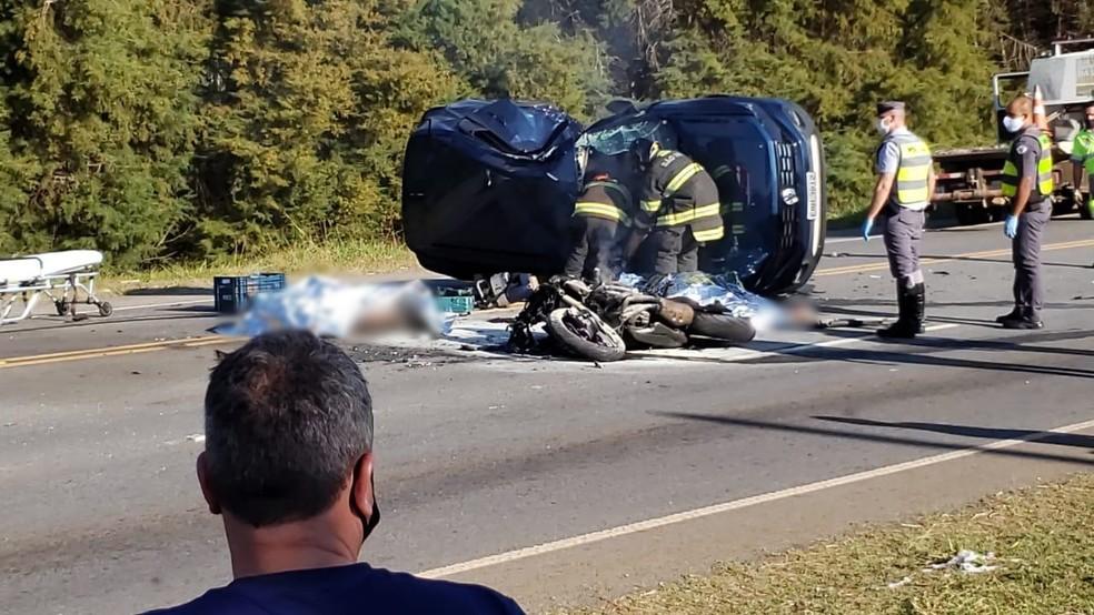 Acidente entre carro e moto mata três pessoas em rodovia de Capão Bonito — Foto: Arquivo Pessoal