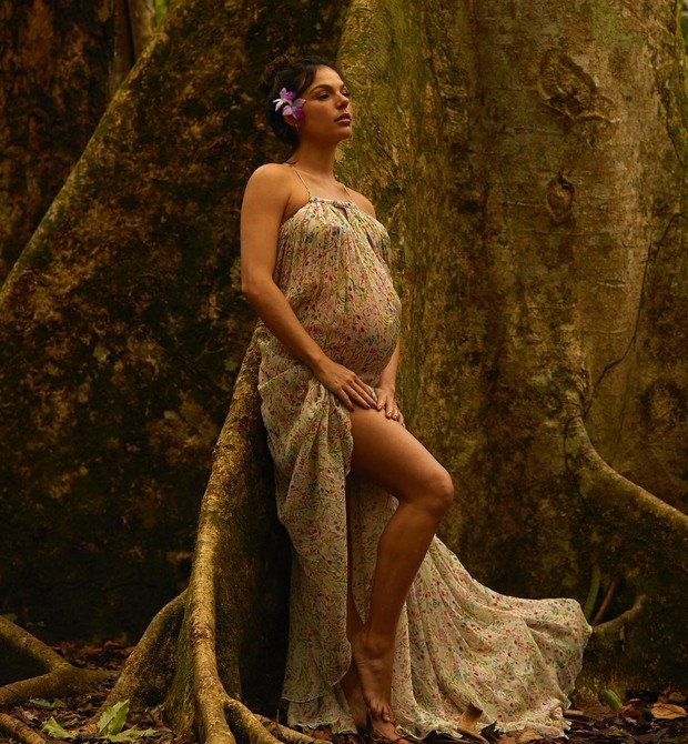 Isis Valverde grávida (Foto: Reprodução Instagram / Bruna Castanheira)