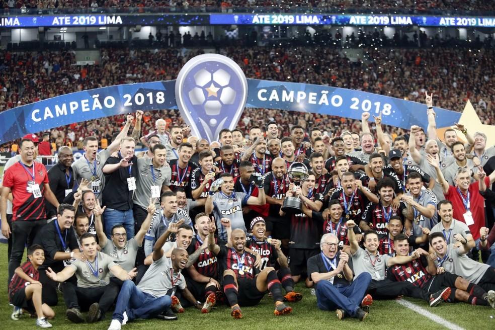 Athletico-PR foi o grande campeão da Sul-Americana 2018, a última com dois jogos na final — Foto: Albari Rosa/Gazeta do Povo