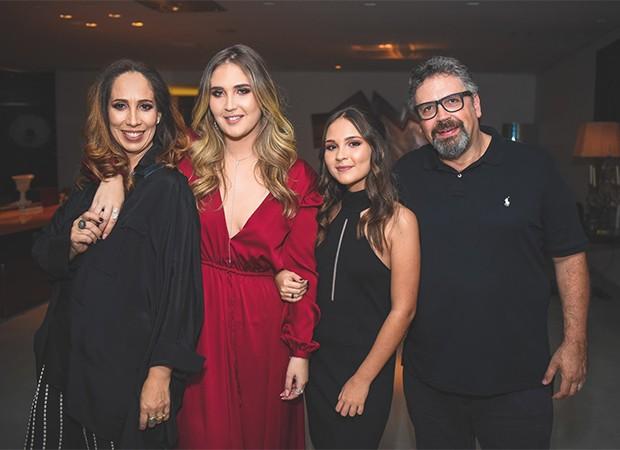 Adriana Guimarães, Bruna Vicente, Meg Vicente e Alexandre Vicente (Foto: Alexandre Virgilio e Rafael Cusato/Brazil News)
