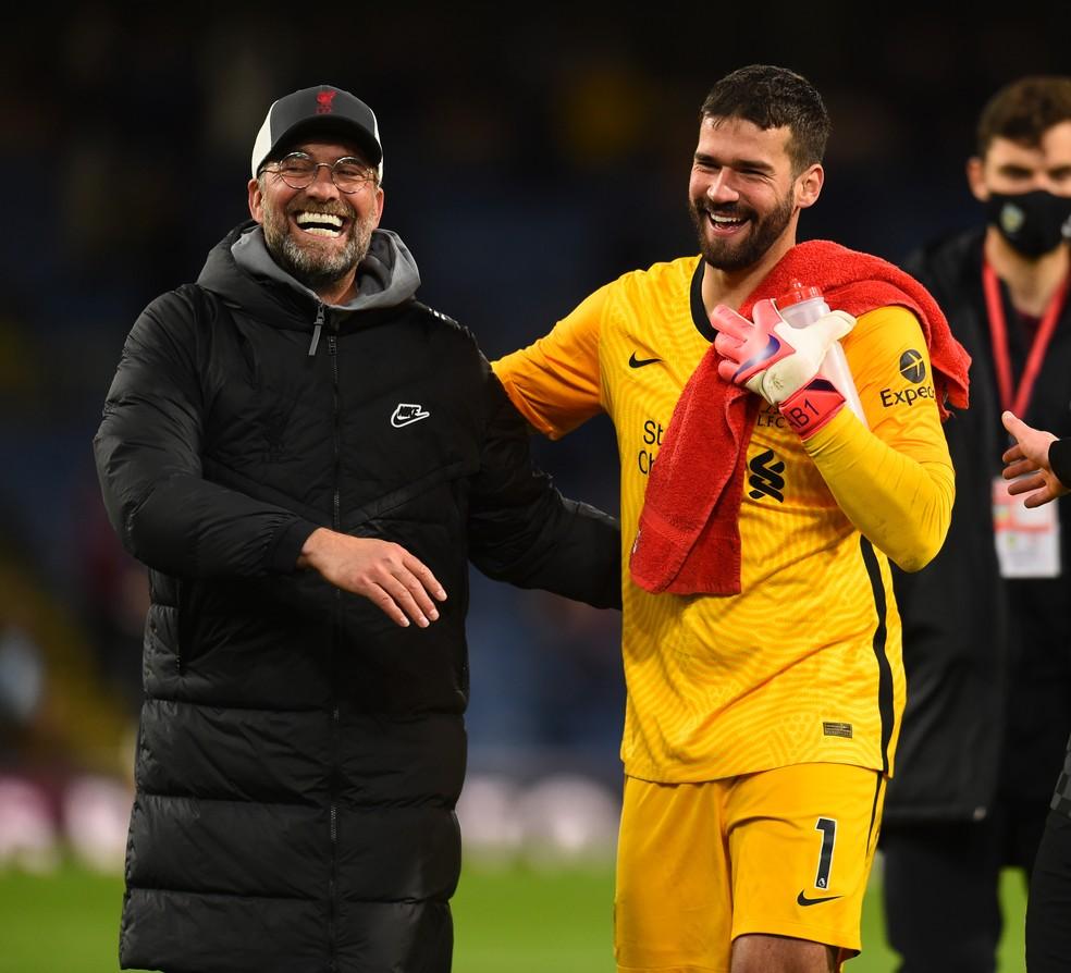 Liverpool de Jürgen Klopp conseguiu vitórias seguidas, com direito a gol de Alisson nos acréscimos — Foto: Getty Images
