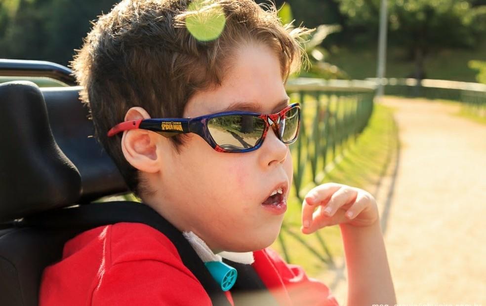 Garoto de Sorocaba tem nove anos e alguns movimentos são prejudicados por conta da síndrome  (Foto: Arquivo Pessoal)