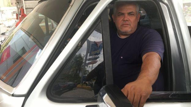 Antonio Marmoto diz que só paga pela gasolina quando está em Caracas (Foto: Reprodução/BBC)