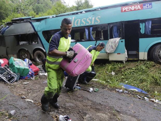 acidente ônibus régis bittencourt (Foto: Nelson Antoine/FotoArena/Estadão Conteúdo)