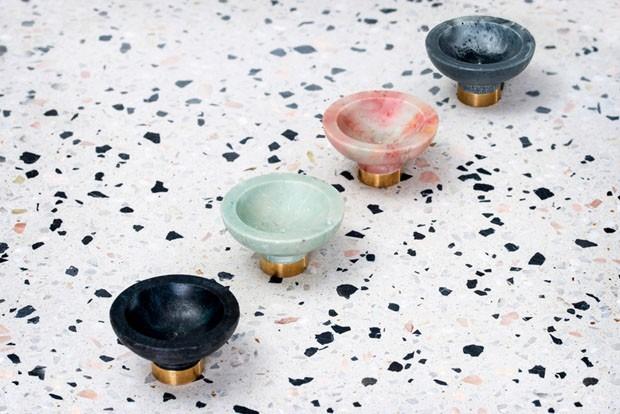 Maçaneta que parece de mármore é feita com plástico reciclado (Foto: Divulgação)