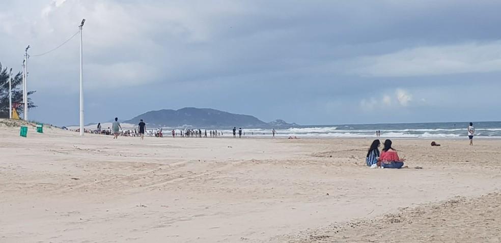 Praia do Campeche em Florianópolis neste domingo — Foto: Paulo Mueller/NSC TV