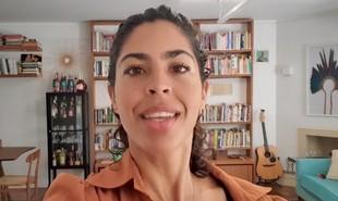 A apresentadora Bela Gil mostrou detalhes da casa onde está morando com a família em São Paulo num vídeo nas redes sociais do GNT. É uma casa temporária, eu não sei até quando vamos ficar aqui', disse | Reprodução/ YouTube