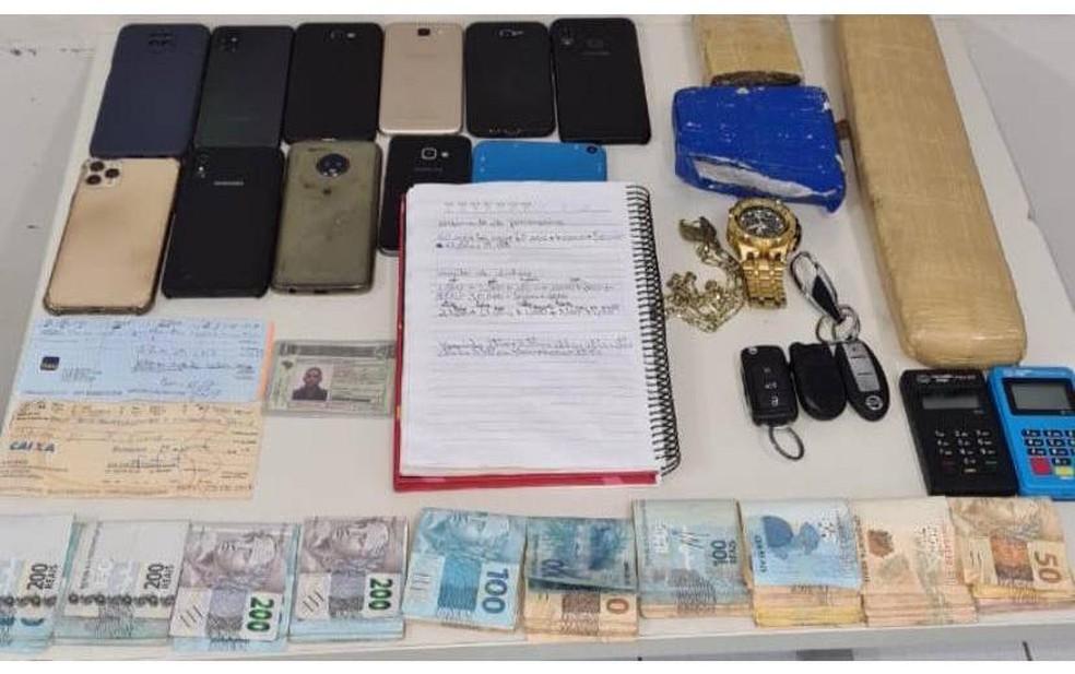 Homem é preso após ser rastreado com celular roubado no oeste da Bahia — Foto: Foto: SSP/Divulgação