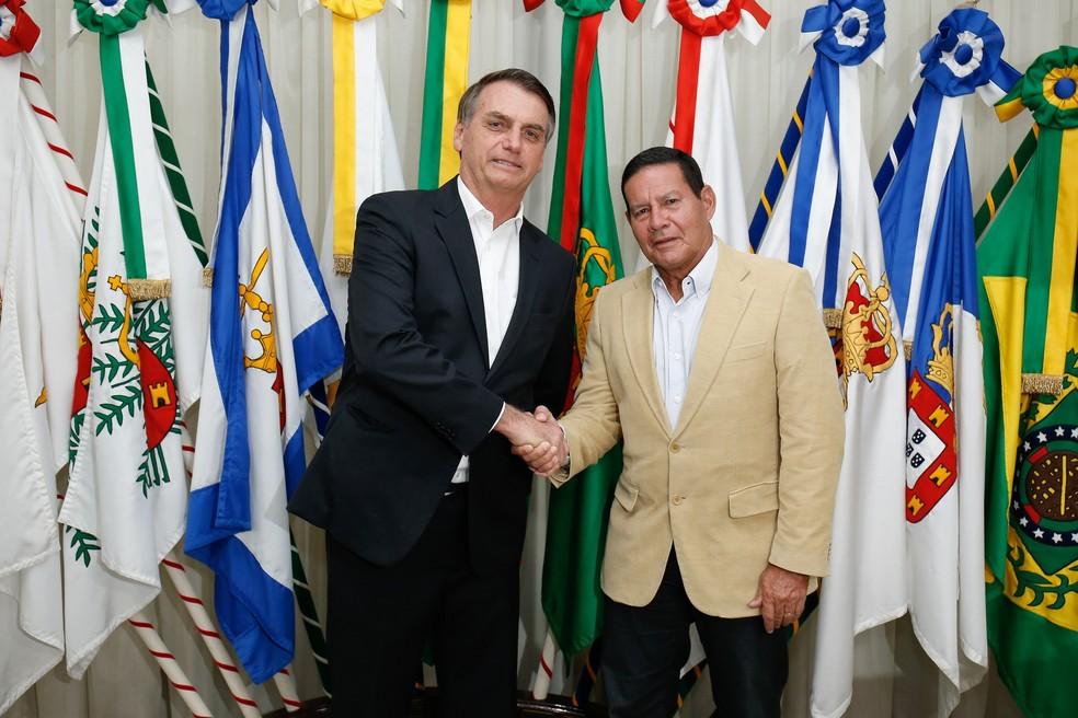 O presidente Jair Bolsonaro durante transmissão de cargo para o vice-presidente, Hamilton Mourão, na noite deste domingo (20) — Foto: Alan Santos/Presidência da República