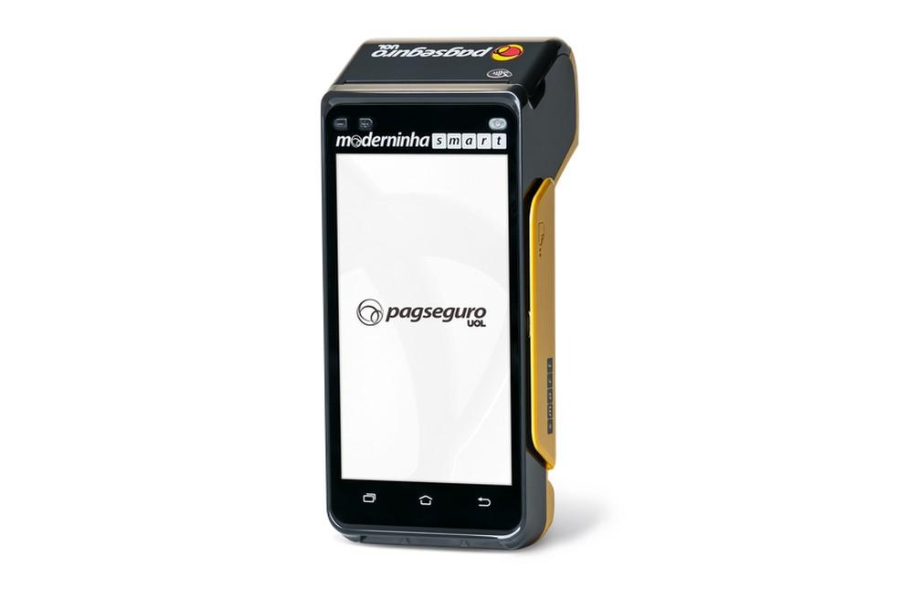 Moderninha Smart tem tela touchscreen e roda Android — Foto: Divulgação/PagSeguro