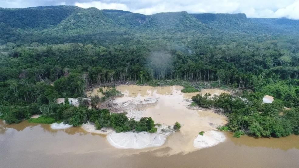 Parte da Terra Indígena Yanomami, no Norte de Roraima, onde atuavam garimpeiros ilegais com uso de mercúrio  — Foto: Exército Brasileiro/Divulgação