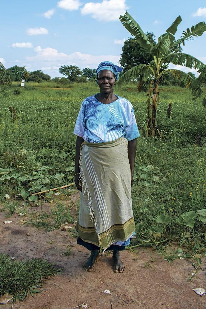 Agness Ladwong, 60 anos, depois da morte do marido perdeu parte de suas terras para uma família vizinha que bloqueou sua entrada na propriedade (Foto: Giuliana Miranda)