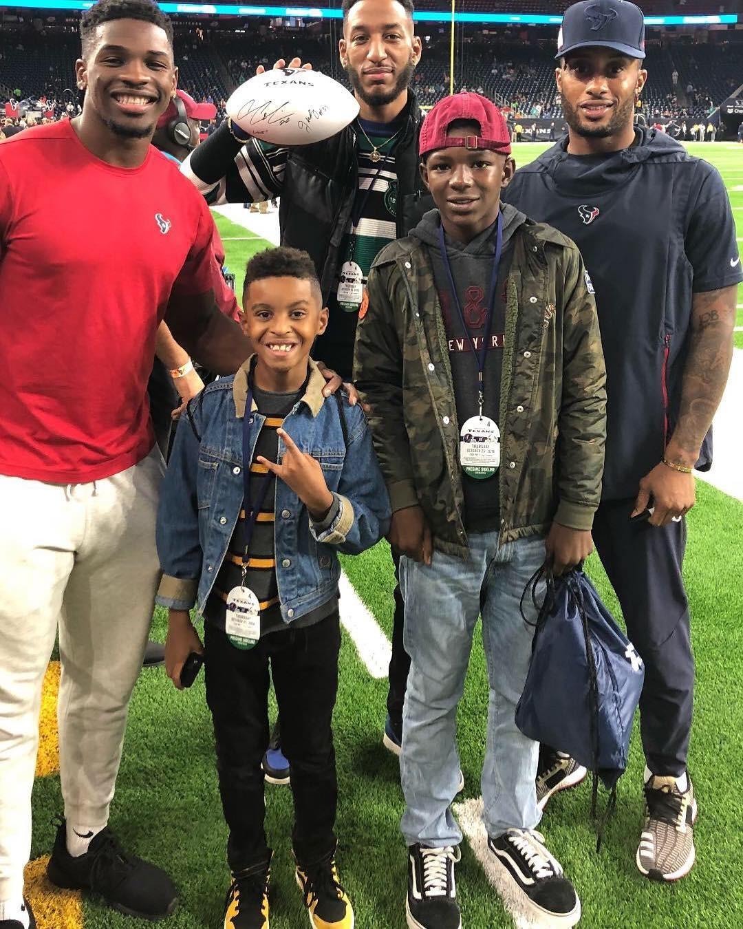 Tamarion e Jordan no jogo de futebol americano dos Houston Texans (Foto: Reprodução / Instagram)