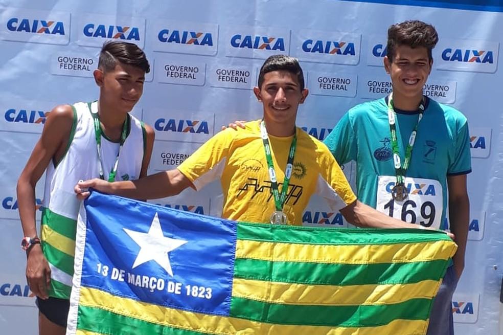 No masculino, equipe ficou na 3ª colocação  (Foto: Federação Piauiense de Atletismo)