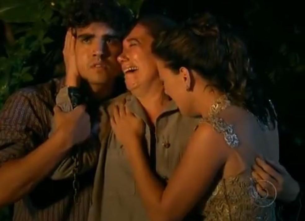 Tereza Cristina sequestra Griselda e coloca fogo em cativeiro em 'Fina Estampa' — Foto: Globo