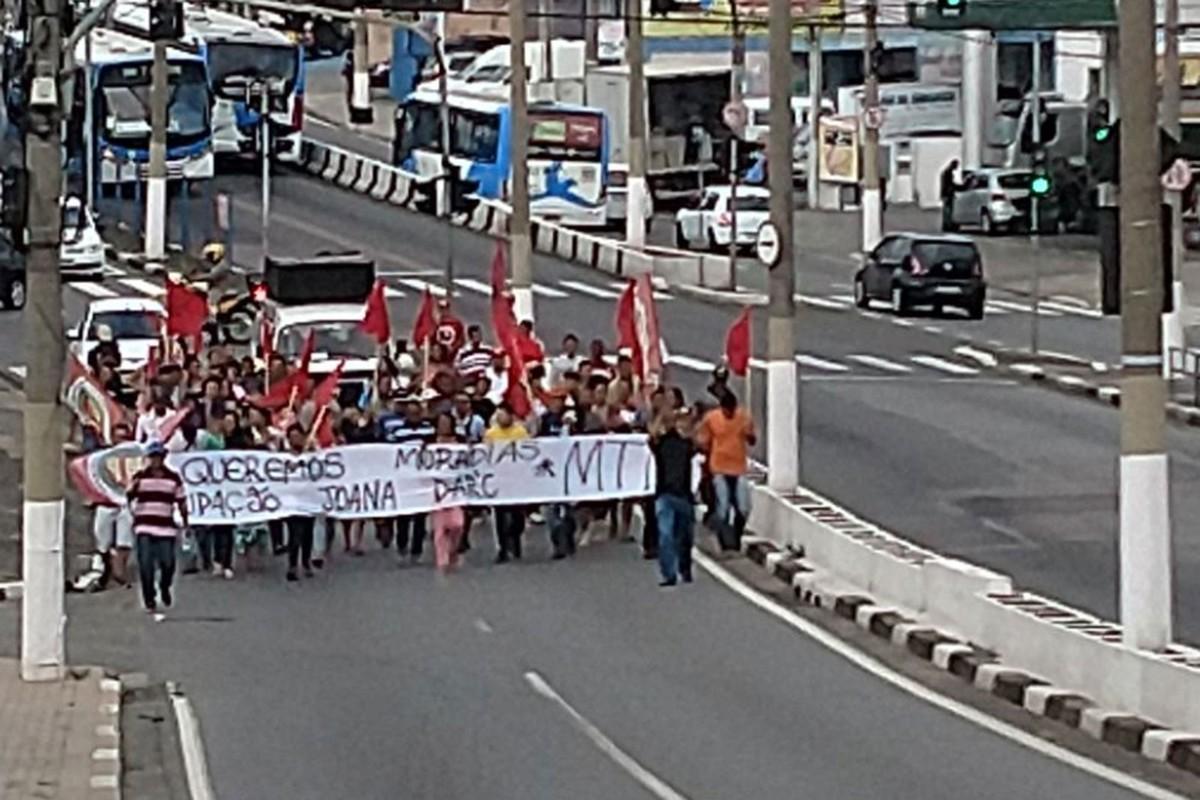 Moradores da ocupação Joana D'Arc, em Campinas, fazem passeata nesta quarta