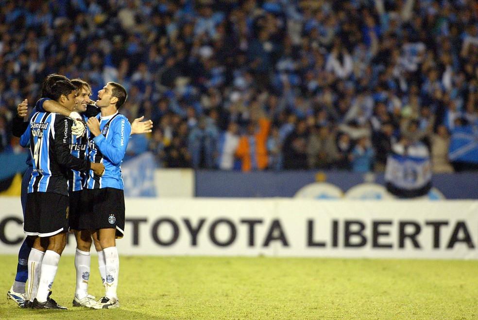 Grêmio de 2007 afina rsenha e torce pelo tri em grupo do WhatsApp (Foto: EFE)