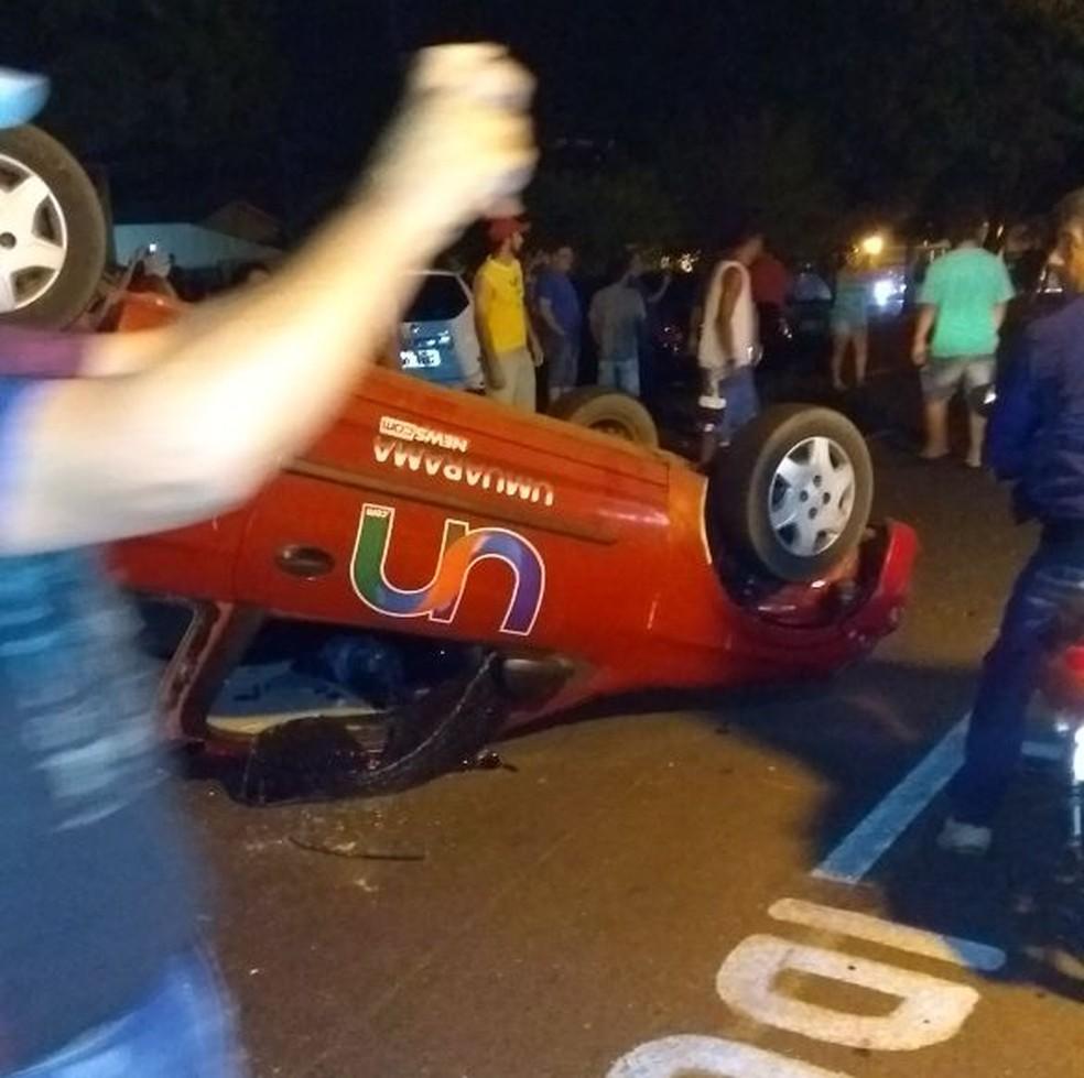 Protesto violento aconteceu em frente à delegacia de Umuarama (Foto: Henrique Celeri/Arquivo pessoal)