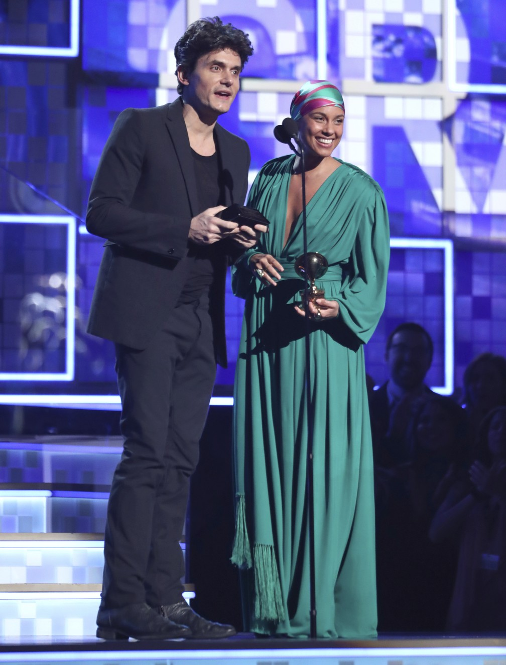 John Mayer e Alicia Keys apresentam prêmio de Música do Ano no Grammy 2019, em Los Angeles — Foto: Matt Sayles/Invision/AP