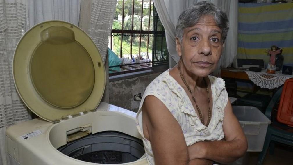 Idosos estão entre os que mais sofrem com a crise no país — Foto: Oswer Diaz Mireles via BBC