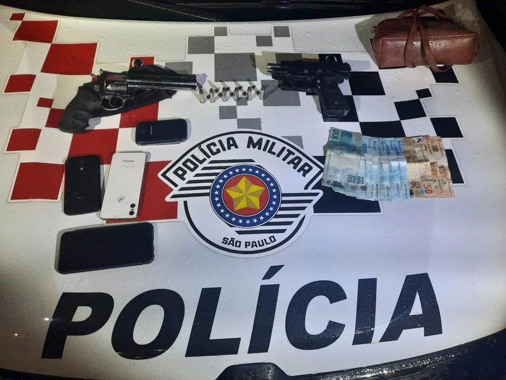 Trio é preso após assaltar casa em Caraguatatuba — Foto: Divulgação/ PM