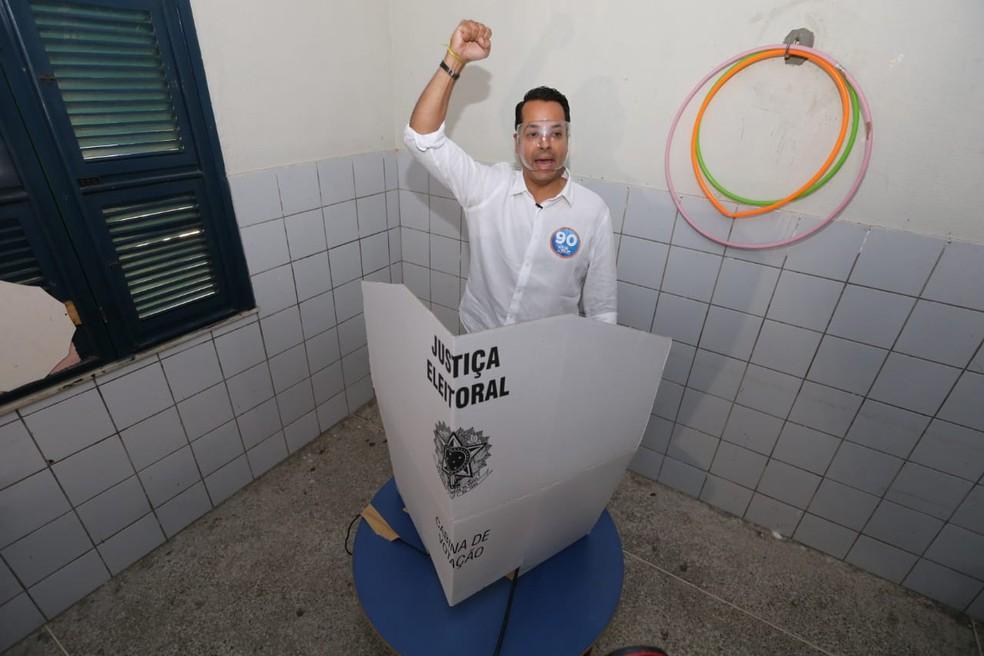 Candidato Vitor Valim é eleito novo prefeito de Caucaia — Foto: José Leomar